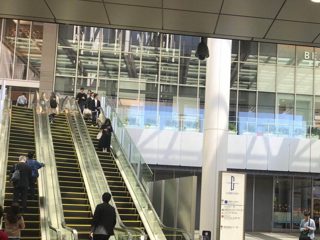 桜通口エスカレーター